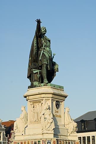 image 8-742-1990 Belgium, Ghent, Statue of Jacob van Artevelde, Brewer of Ghent, 1345