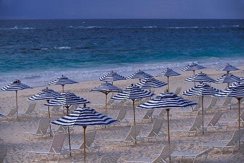 image 1-600-5 Bermuda, Elbow Beach, umbrellas