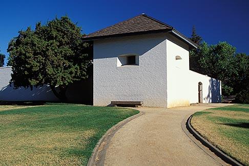 image 4-314-28 California, Sacramento, Sutters Fort