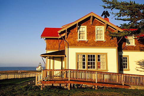 image 6-480-24 California, Mendocino County, Lighthouse Inn at Point Cabrillo
