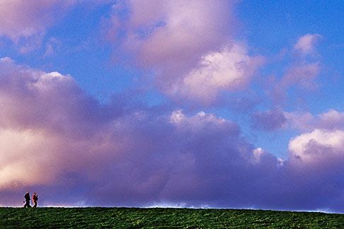 image S5-104-3 California, Berkeley, A walk in the clouds