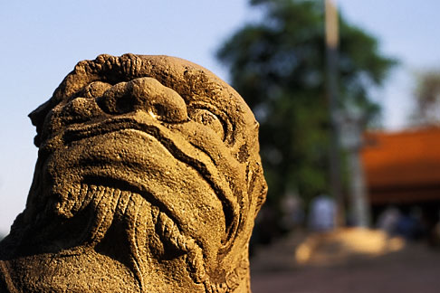 image S3-205-3 Cambodia, Phnom Penh, Royal palace, statue