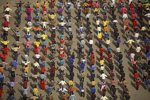 image 4-165-3 China, Urumqi, Schoolyard exercises