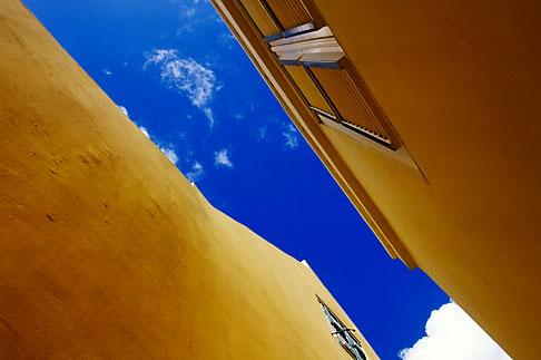 image 3-431-90 Curacao, Willemstad, Kura Hulanda, rooftops