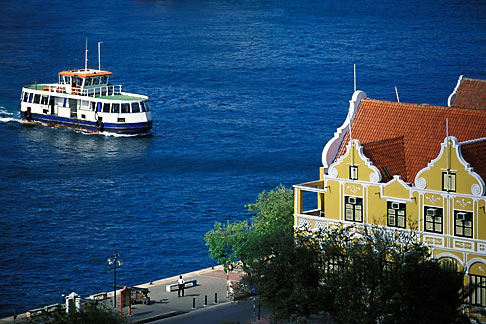 image 3-433-28 Curacao, Willemstad, Handelskade, historic buildings