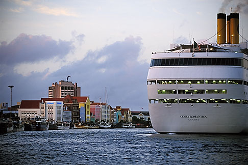 image 3-434-5 Curacao, Willemstad, Cruise ship at dock