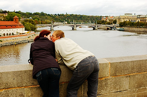 image 4-960-29 Czech Republic, Prague, Charles Bridge, couple