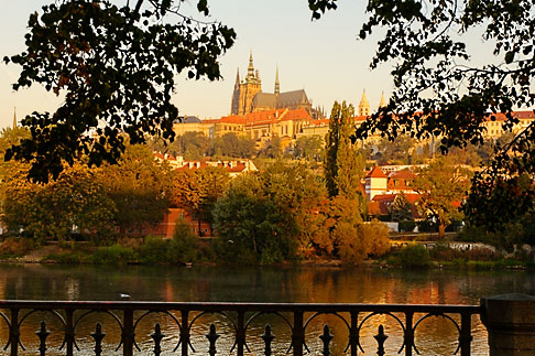 image 4-960-6765 Czech Republic, Prague, Hradcany castle and River Vlatava
