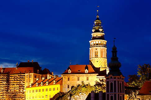 image 4-960-7326 Czech Republic, Cesky Krumlov, Cesky Krumlov castle and town at night