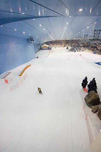image 8-730-31 United Arab Emirates, Dubai, Ski Dubai, indoor ski area