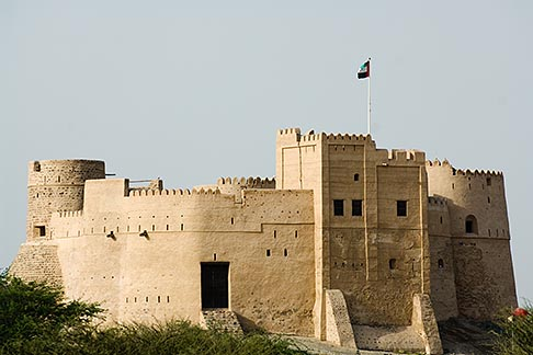 image 8-730-395 United Arab Emirates, Fujairah, Fujairah Fort, built in 1670, oldest fort in the Emirates