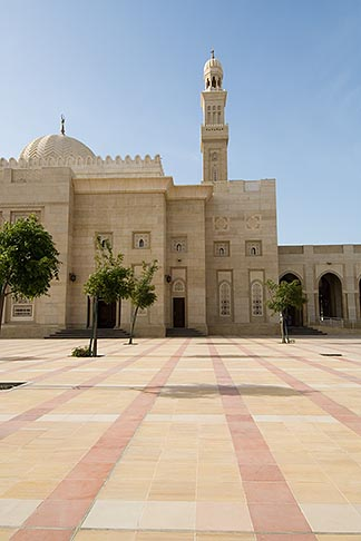 image 8-730-8996 United Arab Emirates, Dubai, Mosque courtyard, Jumeirah