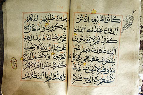 image 8-730-9782 United Arab Emirates, Abu Dhabi, Historical Koran, Al AIn Museum