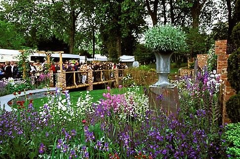 image 3-756-96 England, Chelsea Flower Show, Laurent Perrier Harpers and Queen Garden