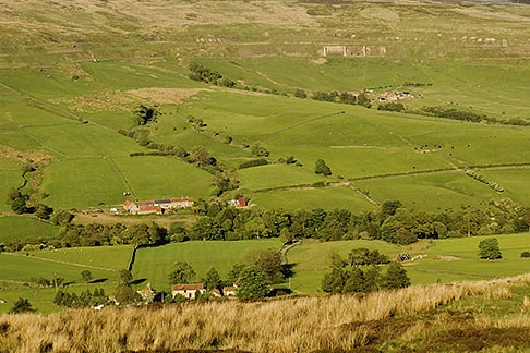 image 4-900-2244 England, North Yorkshire, Rosedale, farms and houses