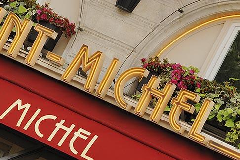 image 6-450-563 France, Paris, Saint Michel