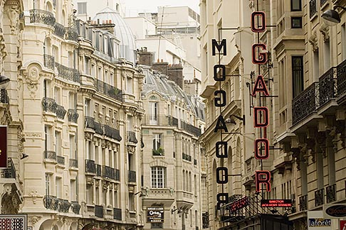 image 6-450-743 France, Paris, Street scene, 8th Arrondissement