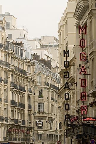 image 6-450-744 France, Paris, Street scene, 8th Arrondissement