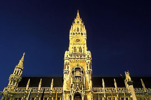image 3-920-26 Germany, Munich, Neue Rathaus New Town Hall on Marienplatz