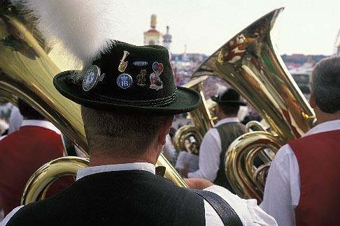 image 3-951-137 Germany, Munich, Oktoberfest, Band concert