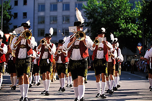 image 3-951-70 Germany, Munich, Oktoberfest, Parade of Festival Hosts and Breweries