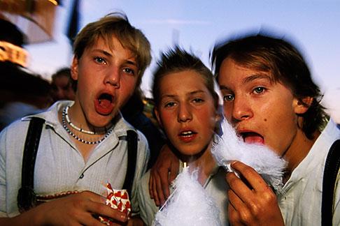 image 3-954-45 Germany, Munich, Oktoberfest, Kids with cotton candy