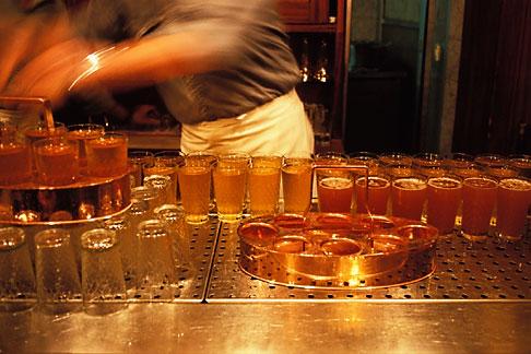 image 5-547-32 Germany, Frankfurt, Applewine glasses, Zum Gemalten Haus tavern