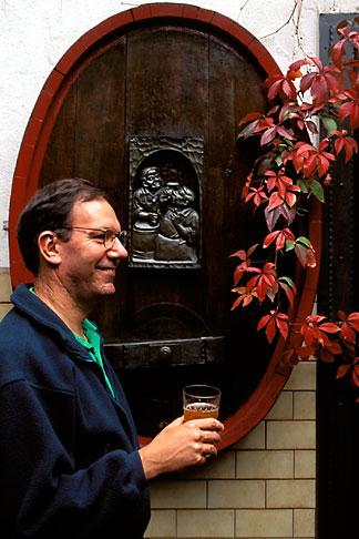 image 5-548-5 Germany, Frankfurt, Garden, Zum Gemalten Haus tavern