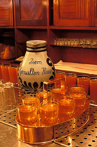 image 5-549-17 Germany, Frankfurt, Applewine glasses and bembel, Zum Gemalten Haus tavern