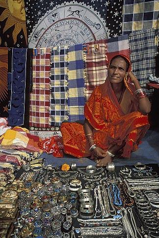 image 0-607-38 India, Goa, Anjuna flea market