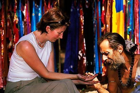 image 0-607-44 India, Goa, Anjuna flea market