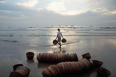 image 0-609-97 India, Goa, Fishermens baskets, Colva Beach