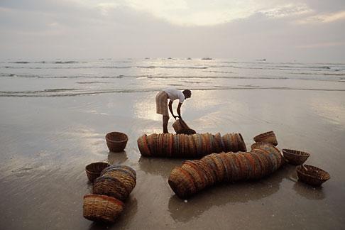 image 0-610-11 India, Goa, Fishermens baskets, Colva Beach
