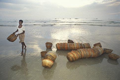 image 0-610-9 India, Goa, Fishermens baskets, Colva Beach