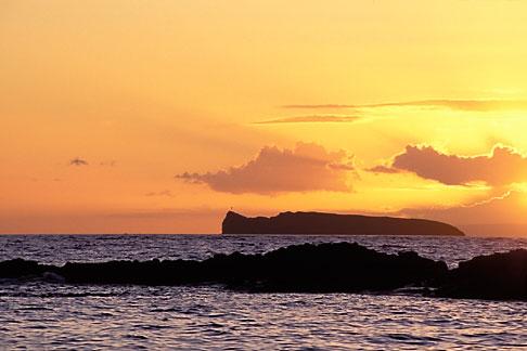 image 5-337-7 Hawaii, Maui, Sunset over Molokini