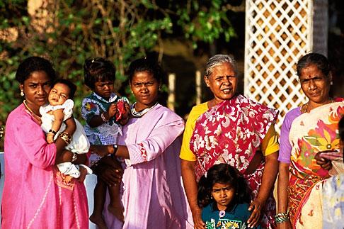 image 7-100-17 India, Cochin, Family portrait