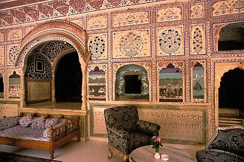 image 7-333-1 India, Rajasthan, Sultan Mahal lounge, Samode Palace
