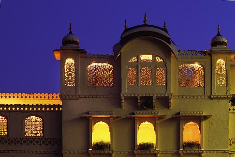 image 7-345-1 India, Jaipur, Rambagh Palace at night