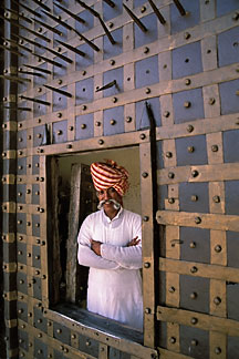 7-364-15  stock photo of India, Rajasthan, Gatekeeper, Mandawa Castle
