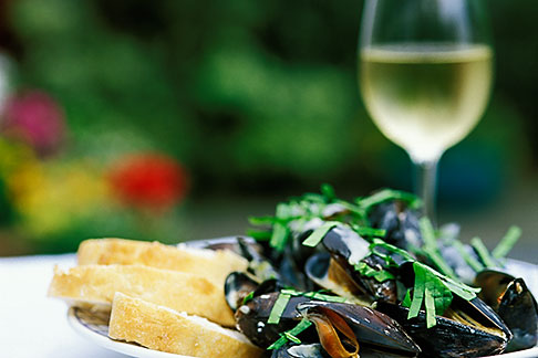 4-752-18  stock photo of Food, Donegal mussels and White Wine