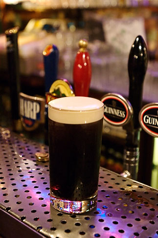 image 4-900-12 Ireland, Glass of Guinness beer
