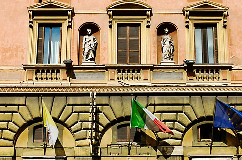 image S4-500-3613 Italy, Rome, Building with flags
