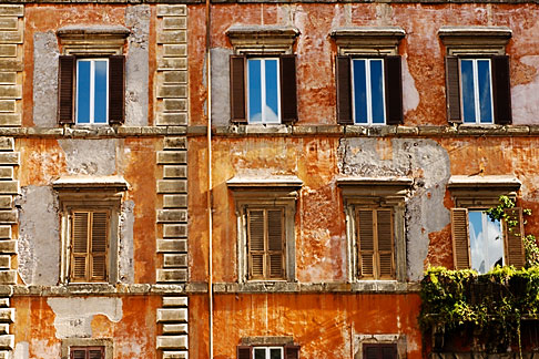 image S4-503-5534 Italy, Rome, Wall with windows, Piazza Farnese