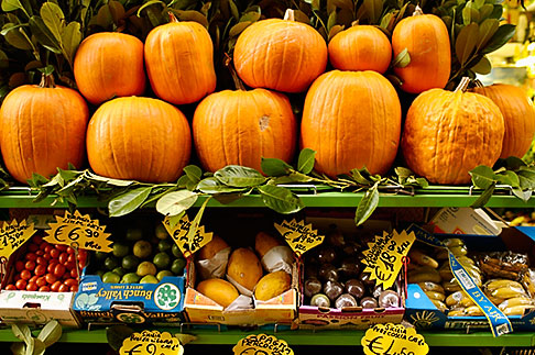 image S4-510-6976 Italy, MIlan, Fresh Vegetables