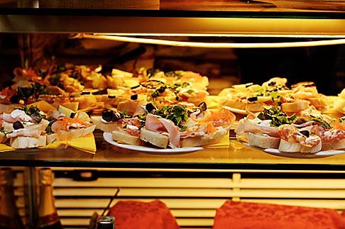 image S4-512-7481 Italy, Milan, Food