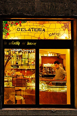 image S4-520-7761 Italy, Siena, Restaurant scene