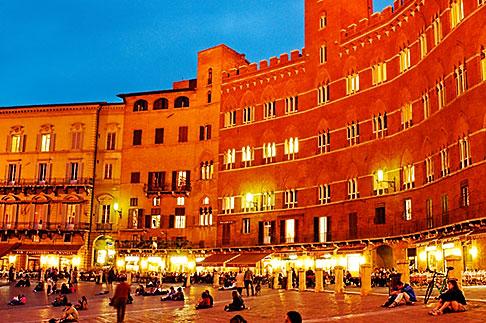 image S4-520-7791 Italy, Siena, Il Campo at night