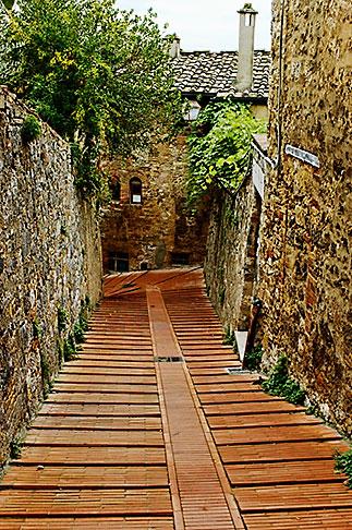image S4-528-8769 Italy, San Gimignano, Walkway