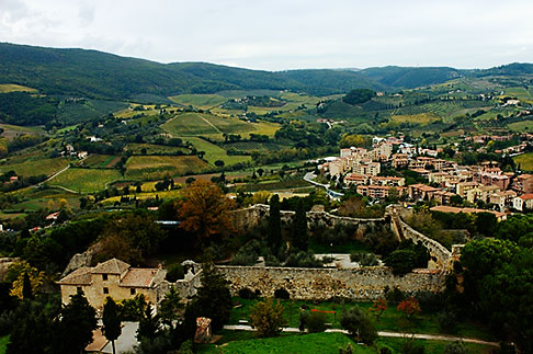 image S4-528-8832 Italy, San Gimignano, Surrounding countryside