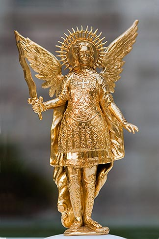 image 5-855-2622 Japan, Kyoto, Gold winged statue